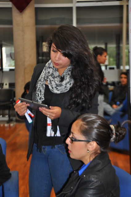 Uso de tablets y dispositivos en el Hackathón.