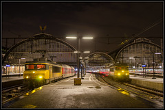 03-01-2014, Amsterdam Centraal, NSR 1766 + EN 457 + NSR 1778 + IC Berlijn 243 (Koen langs de baan) Tags: rain station amsterdam night train photography central trains 1700 nsr