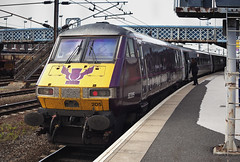 82205 Doncaster 16/05/2014 (Flash_3939) Tags: uk station train silver purple may rail railway eastcoast doncaster flyingscotsman dvt 2014 mk4 82205 drivingvantrailer