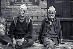 Nepelase Elderlies in Bhaktapur (terbeck) Tags: street old travel nepal shadow blackandwhite sun senior reisen asia asien alt sw nepalese granny bhaktapur rentner schwarzweis nikond90 terbeck