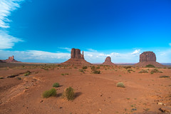 Monument Valley (Carlos Pea Fernandez) Tags: monument valley navajo nation desert desierto eeuu usa arizona paisaje landscape rocks mitten cielo sky blue