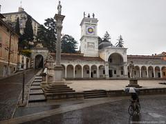 Lucido Scirocco (Cjasar) Tags: udin udine piazzalibert piazzacontarena scirocco siroc ploe pioggia rain fril friuli europe