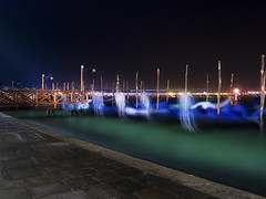 Once upon a time, I spent two hours in Venice (Paco CT) Tags: barca nightshot nocturna technique transporte boat bote transportation venezia italy ita venice water sea gondola pacoct 2016