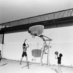 (parabolic orbit) (Dinasty_Oomae) Tags: zeissikon    supersix superikonta  blackandwhite bw monochrome outdoor jmsdf    tokyo setagayaku setagaya komazawa komazawaolympicpark  basketball shoot  boys