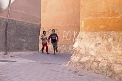 gabbana & dolce (_esse_) Tags: morocco kids run peekabo corner street smiles gioco corsa strada bambini