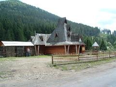 Butik a völgyben (ossian71) Tags: ukrajna ukraine kárpátalja kárpátok carpathians épület building faház wooden