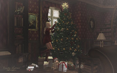 { Oh, Tannenbaum } (Trinetty Skytower) Tags: sl secondlife avatar digital virtual holiday spirit christmas merry bright festive yuletide tannenbaum tree trimming decorating home decor furnishings anlar 8f8 justbecause tableauvivant remarkableoblivion applefall botanical kalopsia aria trompeloeil pilot