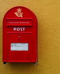Retro... (Jaedde & Sis) Tags: postkasse mailbox mail retro red yellow simple minimalism wall challengefactorywinner thechallengefactory gamewinner herowinner 15challengeswinner