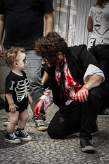IMG_3600 (Pedro Travassos) Tags: baby monster walking dead 50mm kid walk paulo so zumbi t4i