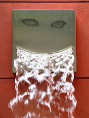 Baard (Merodema) Tags: water beard flow aqua eau wasser gulp fontein baard vloeien spetters vision:outdoor=0762