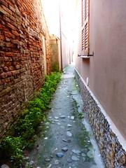 P1000045 (gzammarchi) Tags: casa strada italia via paese camminata itinerario comacchiofe