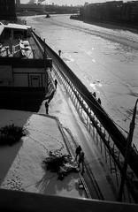 Scan-140201-0029 (Oleg Green (lost)) Tags: winter red white black color film river october moscow voigtlander 400  skopar bessat fomapan 2535