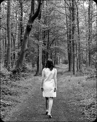 SON CHEMIN (Val Burey Photographie) Tags: blackandwhite bw woman france color blanco nature monochrome beauty canon women shoes flickr leg nb collec