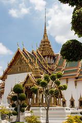 2014-06-02 Thailand Day 11, Grand Palace (Qsimple, Memories For The Future Photography) Tags: park travel blue vacation sculpture building history tourism beautiful statue landscape asian thailand temple gold hall ancient asia bangkok buddha background buddhist traditional religion culture buddhism grand palace thai tropical inside wat maha th isolated phra chedi 2014 destinations bangkokthailand chakri prasat mywinners siratana   atthegrandpalacephrasiratanachedi qsimple