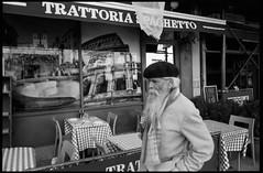 (OQ62) Tags: film analog beret kodaktmax400 carminestreet epsonv700 colosseum streetphotography 35mm blackandwhite romecolosseum newyorkcity trattoria contaxg2