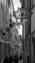 Coimbra, Portugal (Nic Ky) Tags: schwarz weis schirm regenschirm sonnenschirm gasse huser coimbra portugal studentenstadt