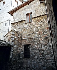 Medieval mansion at Assisi (Carlo Raso) Tags: assisi umbria italy mansion