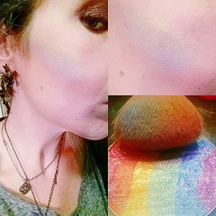 OMGOMGOMGOMGOMG. The $5 rainbow highlighting powder I ordered from @wish a few weeks ago arrived today! LOOK AT THAT SHIMMERY GORGEOUSNESS. My crappy S5 camera doesn't do it justice. Sure, the Wet 'n Wild rainbow highlighter is a dollar less, but they're (Jenn ) Tags: ifttt instagram