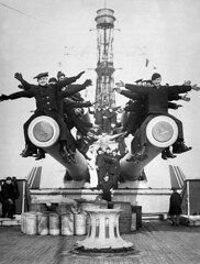 """#A scene aboard USS Texas, just back from foreign waters, showing the """"Gobs"""" having a little fun on the ship's big guns, circa. 1919. [2098x2767] #history #retro #vintage #dh #HistoryPorn http://ift.tt/2gSUVb1 (Histolines) Tags: histolines history timeline retro vinatage a scene aboard uss texas just back from foreign waters showing gobs having little fun ships big guns circa 1919 2098x2767 vintage dh historyporn httpifttt2gsuvb1"""