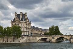 Navegando por el Sena 4 (CarlosJ.R) Tags: francia louvre pars pontroyal sena