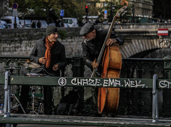 (C-47 [Offline]) Tags: paris instruments people bench letters discussing sceneoflife life scene colors brown situation street streetlife canon eos 400d 18200mm