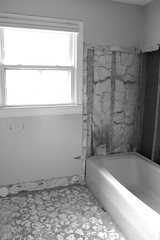Friday the 13th (ScribeGirl) Tags: window bathroom interior september bathtub 13 fridaythe13th 113picturesin2013