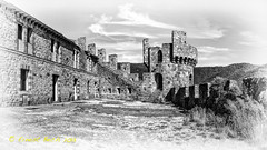 Castell de Requesns III (Ernest Bech) Tags: sky castle clouds canon landscape blackwhite cel panoramic girona catalunya blancinegre castell nuvols altempord panormica requesens 60d tokinasd1224f4dxii