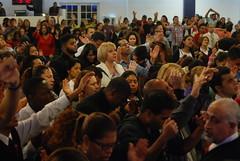 Servicio - 11/13/13 (Rudy Gracia) Tags: people music church de hands worship florida god miami south jesus crowd iglesia rudy christian spanish vida hollywood fl pastor praise gracia preaching cristiana segadores ruddy predica