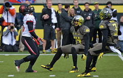 Eyes of a Gunner (acase1968) Tags: college oregon utah football nikon university stadium ducks fair eugene catch geoffrey nikkor norwood ncaa dior uofo 70200mm autzen mathis ifo d600 f28g ekpreolomu