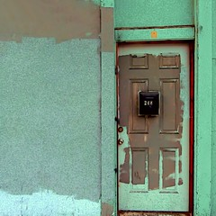 appearances (msdonnalee) Tags: door verde green puerta groen entrance vert doorway porta porte portal grün tür entry zielony verd grön 문 berde зеленый grøn berdea vihreä 青色 أخضر zelený зелен πράσινο हरा xanhlục midori緑 ירוקhijau