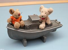 eine Bootsfahrt die ist lustig (wpt1967) Tags: und keks ship schiff plätzchen schiffchen canon28mm plüschis eos60d kwatschis