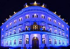 Unter den Linden - Komandantenhaus (tom_stromer) Tags: christmas blue berlin germany deutschland lights licht nightshot hauptstadt linden unter den stern beleuchtet weihnachtsbeleuchtung komandantenhaus