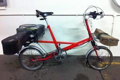 Folk-pop Moulton (Izzyexile) Tags: bicycle hippy ethnicfolkie folkie theplankwalkers moultondeluxe moultonbicycle rednev moulton