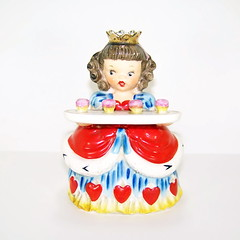 Napco Valentine's Day Queen of Hearts with Cupcakes Figurine (filigreefairy) Tags: napco valentinesday queenofhearts cupcakes madeinjapan vintage ceramic holiday figurine