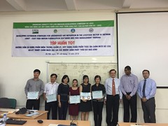 Thinh Nguyen and Lucy Lapar with their training certificates (International Livestock Research Institute) Tags: ilri usda feed eastandsoutheastasia hanoi vietnam software dairycattle