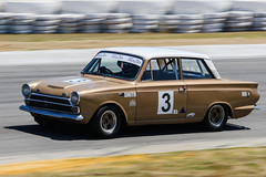 231016-132619-002 (steve4441) Tags: 1498 1964 3 barbagelloraceway bronzewhite fordmk1gtcortina historicperthclassic2016 historictouringcars motorracing motorsport racemeeting shannons stephensmith