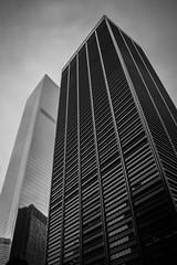 New York octobre 2016 (solennegau) Tags: nikon city ville bw noirblanc monochrome gratteciel gomtrique btiment