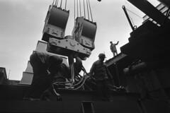 Als in Hamburg noch Frachtschiffe gebaut wurden (Heinrich Klaffs) Tags: tokyo bay hdw hamburg werft schiffbau containerfrachter