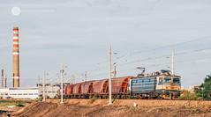 Hoppers near Lozovo (cossie*bossie) Tags: bdz wheat hopper cars train railways bulgarian electric le5100 060ea electroputere 46 032
