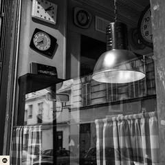 02251116 (photo & life) Tags: paris france europe street streetphotography blackandwhite noiretblanc ville city photography photolife jfl fujifilm fujinon fujifilmxpro2 fujinonxf23mmf2rwr batignolles restaurant bar brasserie squareformat squarephotography square