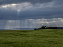 Sunrays breaking through clouds; Durchbrechende Sonnenstrahlen (4:3)
