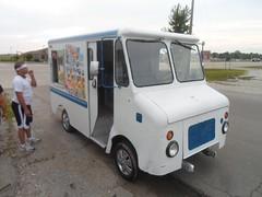 1/2 ton stepvan (Whitewolf Photography) Tags: food ford chevrolet ice truck bread panel cream cargo international step chevy snack delivery dodge van gmc olson grumman stepvan
