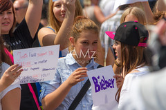 Demonstrating for Justin Bieber (Nataraj Metz) Tags: alemania allemagne ansammlung auflauf badenwürttemberg belieber child children crowd demonstrant demonstration deutsch deutschland editorial europa europe fan gedränge germany girl jugendlicher justinbieber kid kids kind kinder menge menschen menschenmassen mädchen people plakat poster schild schlossplatz sigma18250f3563dcos sign spass stuttgart stuttgartdowntown stuttgartmitte teen teenager verzweiflung youth adolescent aglomeración crowds demonstrator desperate desperation enfant enfants enjoy enjoying enjoyment european europäisch fans foule fun german goodtimes merry protester scrimmage