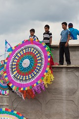 Guatemagia (pabesfu) Tags: naturaleza maya guatemala traditions turismo mayas cultura indigenas ancestros tradiciones mayans sacatepquez barriletes sacatepequez guatelinda visitguatemala papilotes