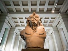 Egyptian Statue (Furfante) Tags: england london statue egyptian londres angleterre britishmuseum symetrie gx7