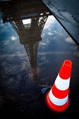 En travaux (Mi-crobe) Tags: paris france reflet reflect toureiffel capitale miroir bulle flaque bulledesavon 5dmarkii pascalerousseau
