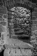 Sorbetto al Limone - Sherbet lemon (Giuseppe Iasilli (Wepepp)) Tags: blackandwhite bw castle steps harrypotter bn stairway scala pietra stonewalls castello calabria biancoenero dumbledore gradini crotone lecastella sorbettoallimone silente sherbetlemon