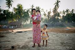 Myanmar, Ngapali fishing village, DSC_5796 (Ania Blazejewska) Tags: morning family light woman love beach work children seaside women colours burma mother myanmar dryfish ngapali