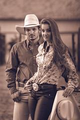 @clausbienemann (clausbienemann) Tags: wood orange cow cowboy couple farm country cowgirl fotografia casal cavalo chapéu montaria itápolis clausbienemann