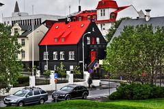 Svart hús með rauðu þaki (eirikurtor) Tags: summer iceland reykjavik reykjavík sumar ísland rautt hús svart þak